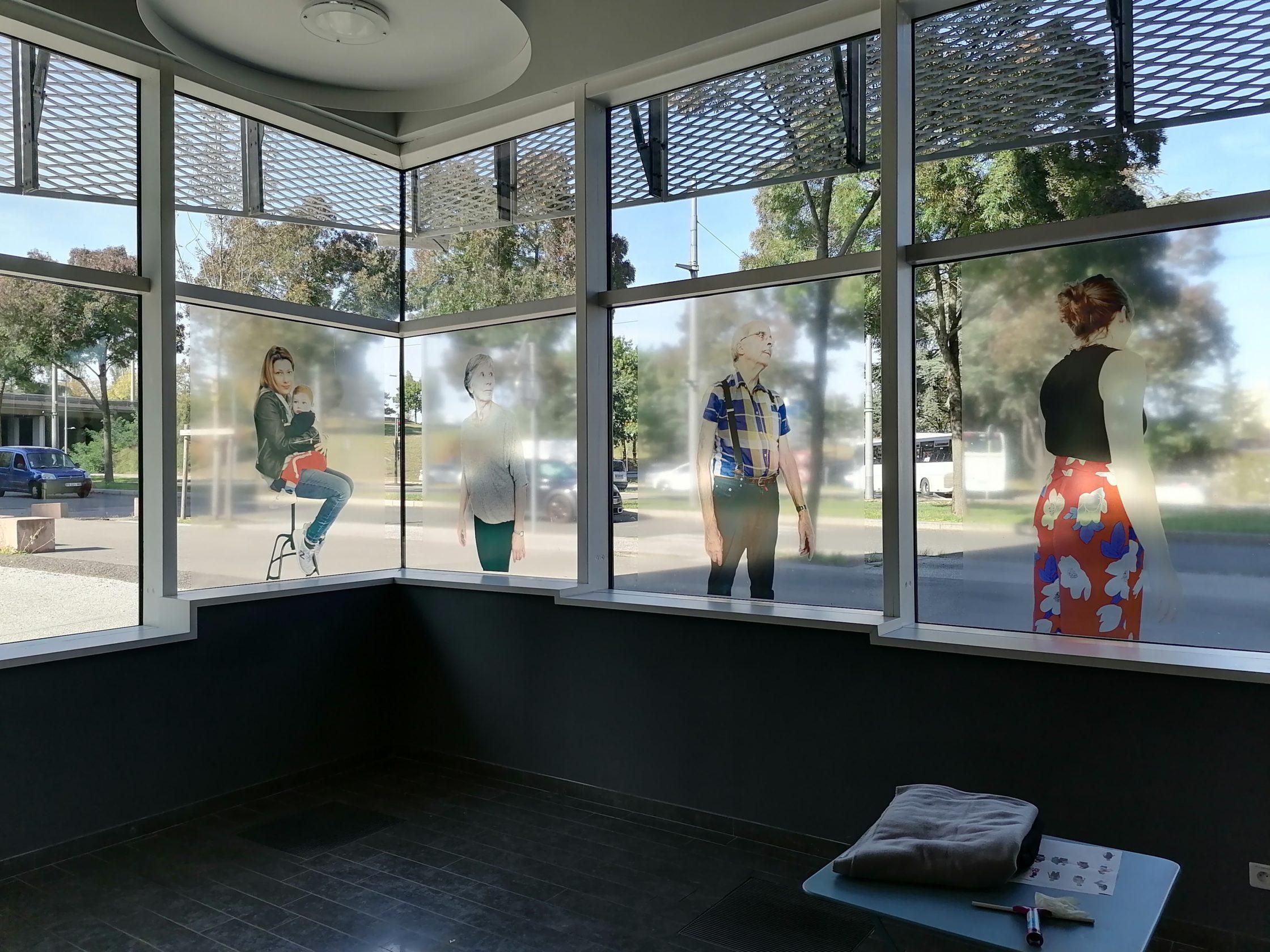 poses de vitrophanie sur vitre d'un bâtiment, nous pouvons le deviser pour vous.
